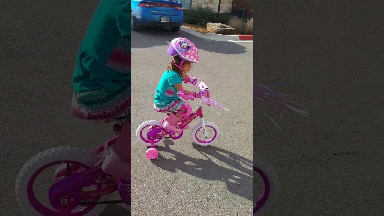 978184eefcc Minnie mouse bike - YouTube