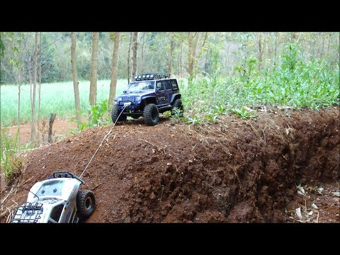 Rc Trail Scale Offroad Axial Scx10 Jeep Rubicon Help Honcho Using Winch Ecbrock