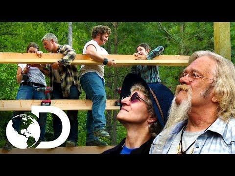Las fases de construcción de un establo | Alaska: Hombres pr