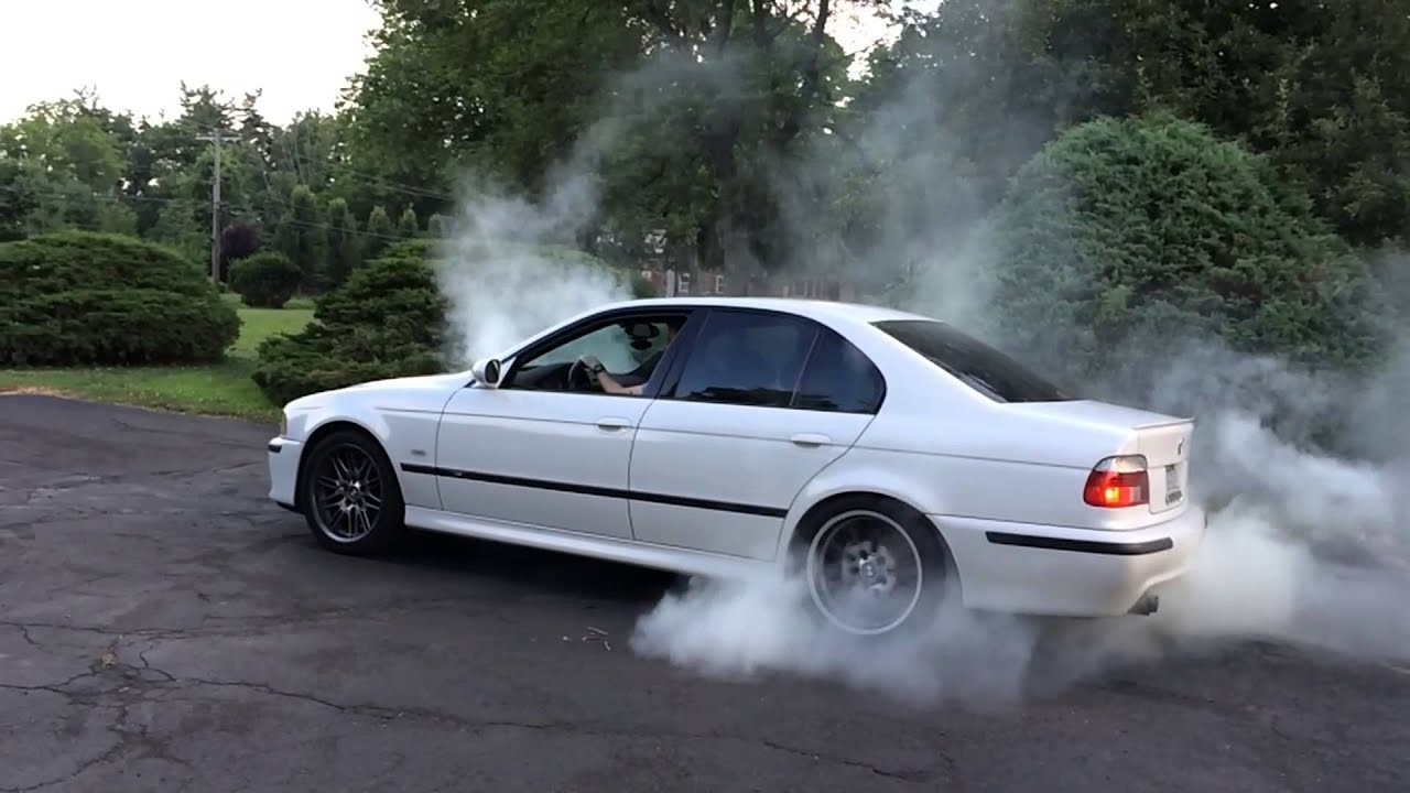 Bmw E39 M5 Wallpaper >> Alpine White e39 BMW m5 slow motion burnout - YouTube