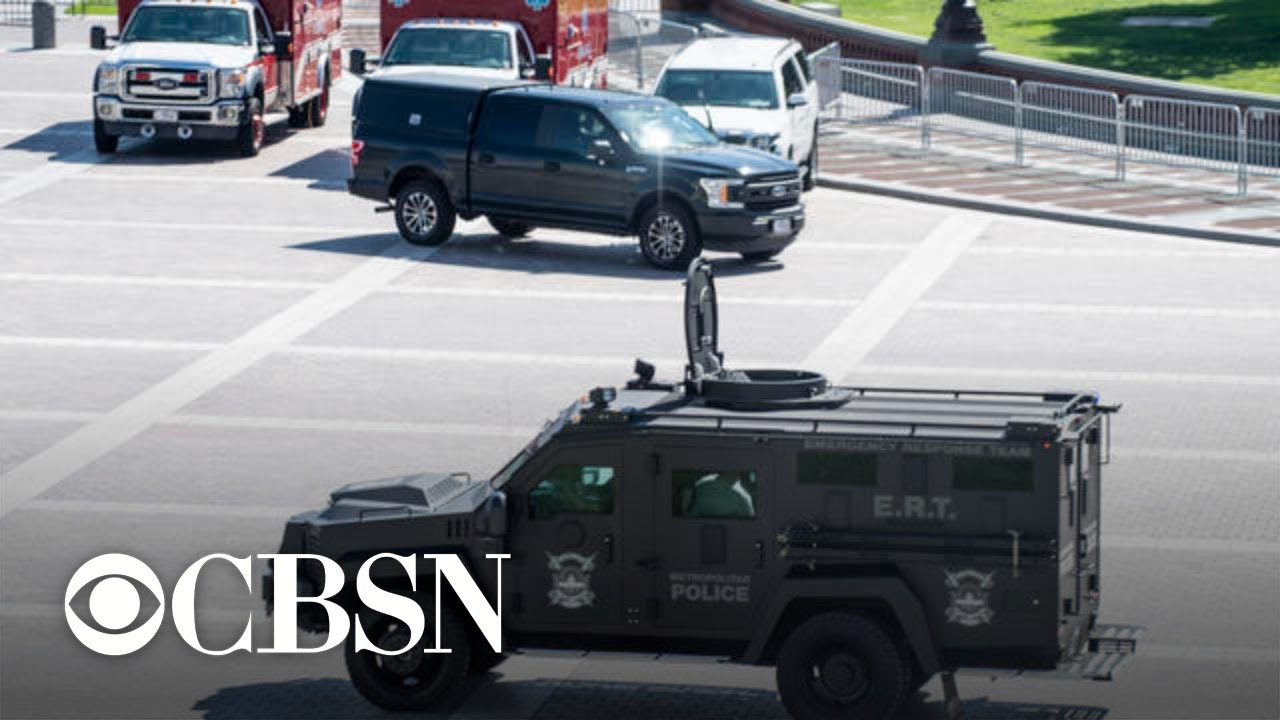 Man surrenders after standoff outside Library of Congress