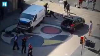 В Барселоне микроавтобус въехал в толпу людей
