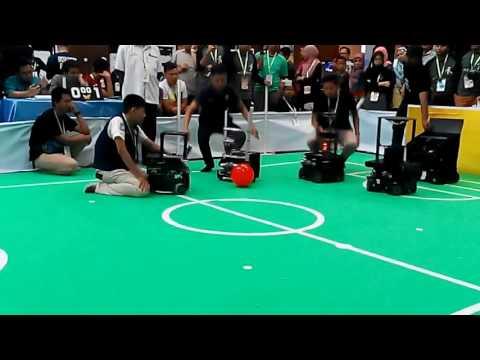 """FIRA Malaysia 2016 - Robosot Soccer - """"Robosas Titan vs RIG PPD"""" (1st half)"""