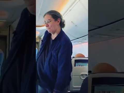 Toby Knapp - VIDEO: Passengers Take on Southwest Crew Member in 'Epic' Lip-Sync Battle