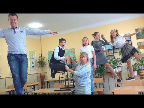 КТО ПУКНУЛ НА УРОКЕ?))) Беспредел в школе!!!