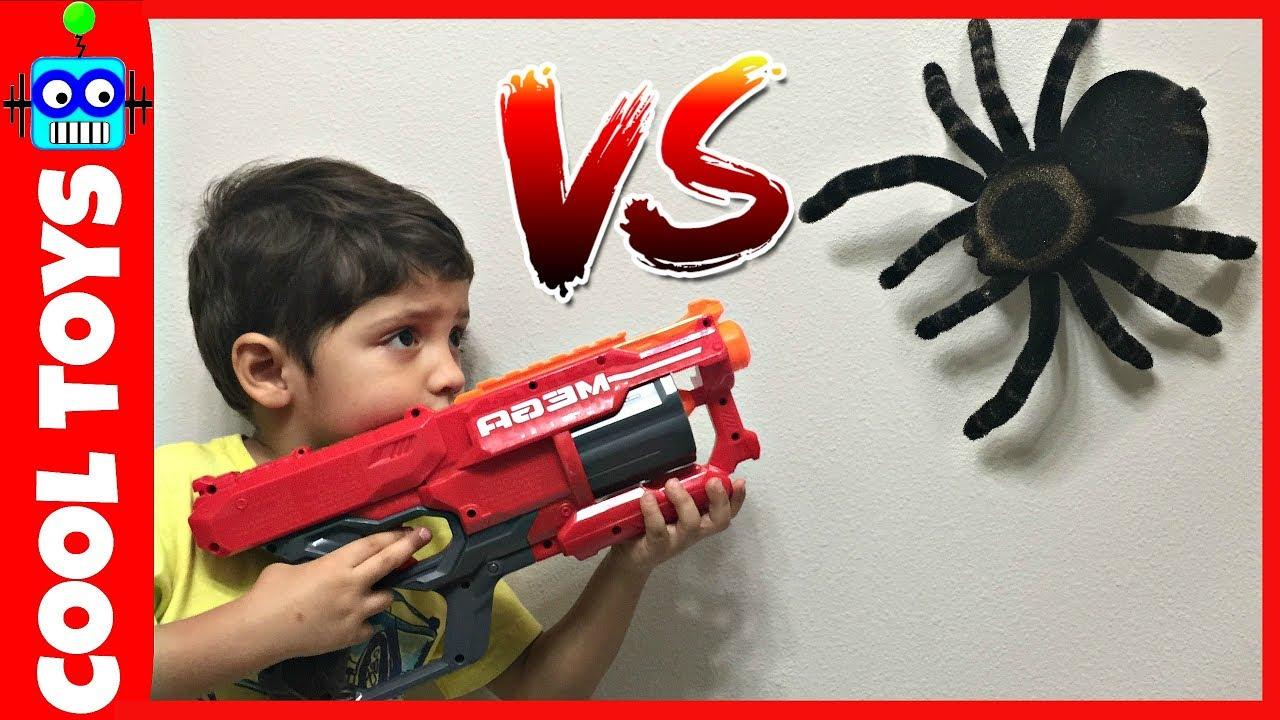 BAD BABY SPIDER ATTACKS BOY- Big Nerf Gun Kids Giant Spider Toy Freaks Daddy HIDDEN EGG