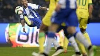 Top 10 des plus beaux buts de l'extérieur du pied au Football