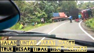 Jalan Lintas Barat Sumatera Tersendat, Truk Guling Satu Guling Semua Sementara Jalan Macet Total