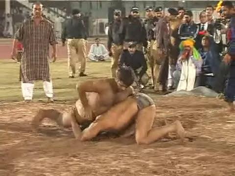 Stinder Singh Pahelwaan Beats Pakistani Shahid Khoye Wala Pahelwaan (Desi Wrestling)