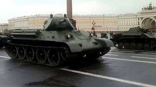 Танки на Дворцовой площади, Санкт-Петербург
