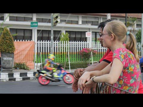 Bule Cantik Nonton Road Race Rx King 140cc Piala Dandim 0725 Sragen Tahun 2018