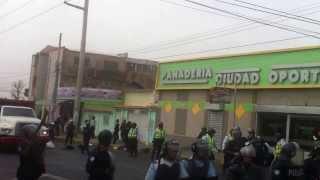 Policia del Estado Zulia arremete, pisa y convierte en Basura la Bandera de Venezuela. 07/03/2014.