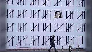 connectYoutube - New York, la nuova opera di Banksy: un murale di 20 metri dedicato a una pittrice curda arrestata