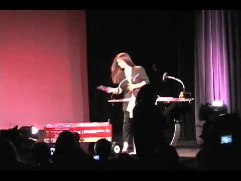 Sandra Bullock wins a Razzie Award 2010