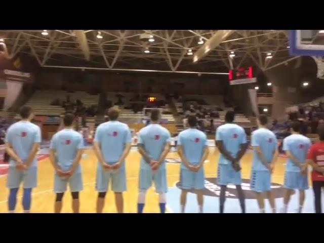 Soa o himno galego antes do partido entre o Breogán e o Coruña