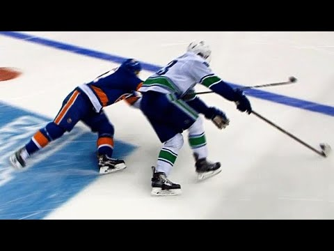 Bo Horvat goes wide on John Tavares, roofs shorty past Jaroslav Halak