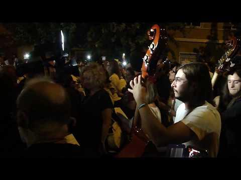 Vecinos de Murcia interpretando The Wall