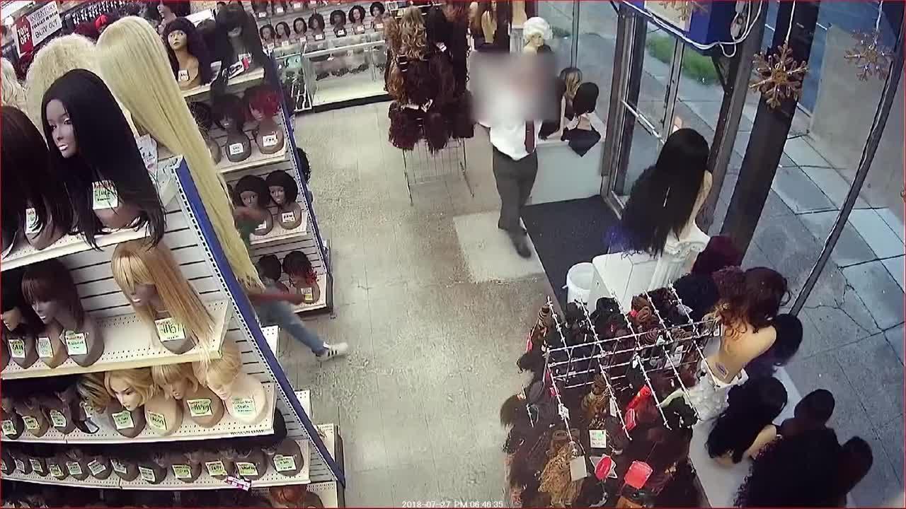 Wild wig theft caught on camera