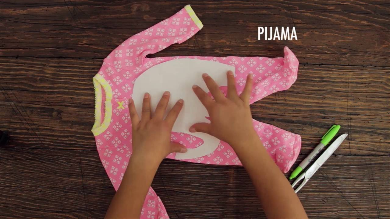 ca11bf37b Transforma la pijama de recién nacido de tu bebé en un hermosos peluche.  Paso a Paso - YouTube