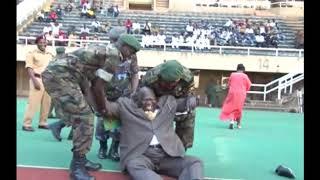 Ouganda , quand le ministre de sport se prend la balle ???