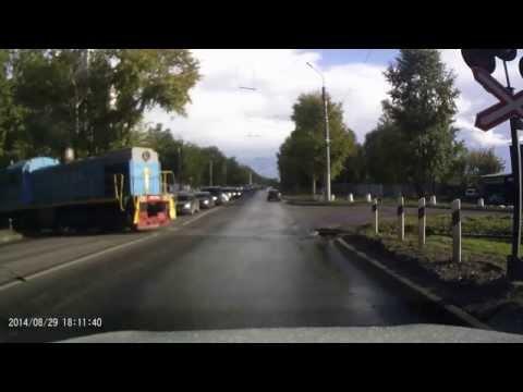 На жд переезде столкнулись поезд и автобус