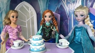 Elsa Ice Castle + Frozen Kinder Surprise Egg Hunt w/ Rapunzel and Anna! Elsa's Giant Ice Palace NEW