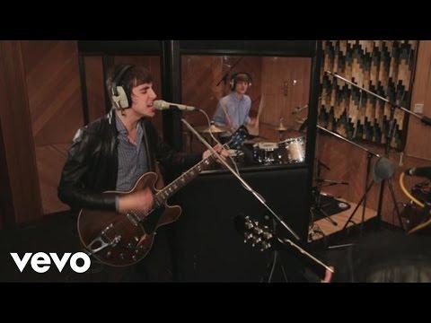 Miles Kane - Come Closer (Live at RAK)