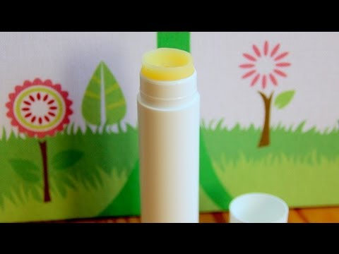 DIY Natural Lip Balm Without Vaseline Or Petroleum Jelly!