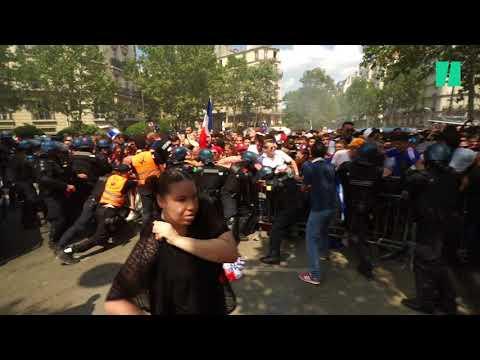 Coupe du monde 2018: les supporters forcent les barrières à l'entrée de la fan zone