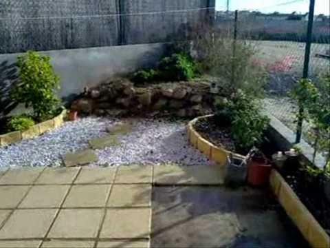 Fantastico chalet adosado amueblado con amplio patio en for Patios con piedras