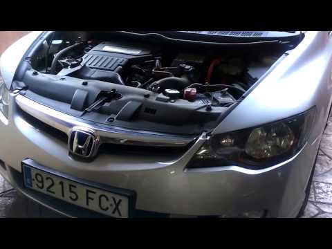 HONDA CIVIC HYBRID IMA 1.3. Replace oil engine and filter. Video 1 of 9.