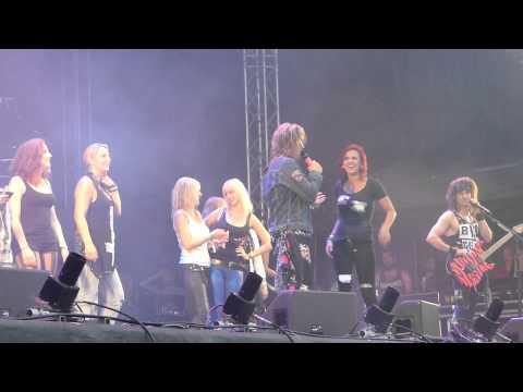 "Steel Panther -Fans Flashing Boobs On Stage ""Getaway Rock"""