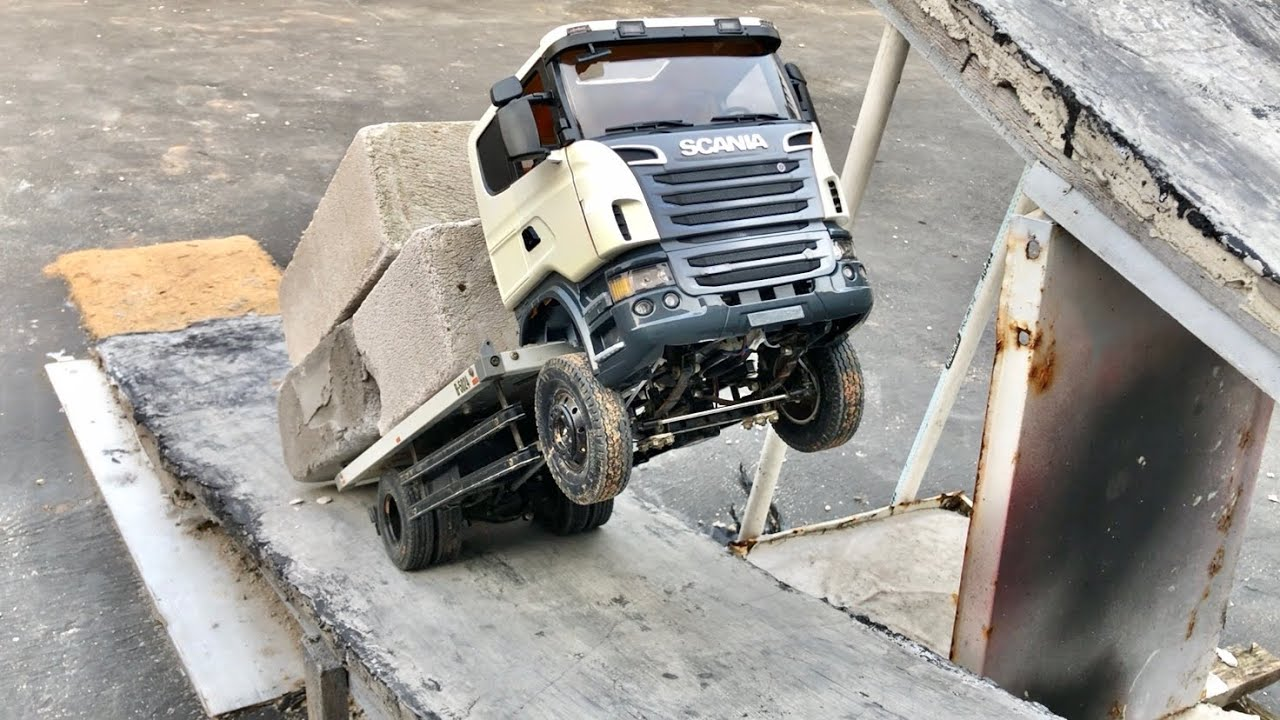 Siksa Truck di tanjakan pakai Mesin Tenaga Monster