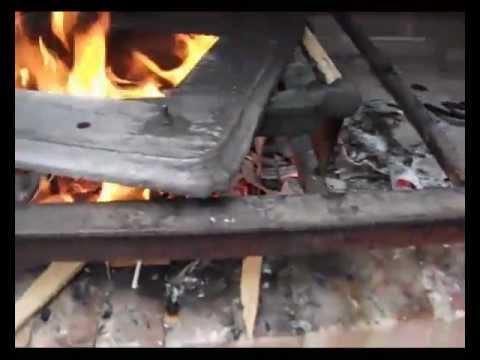 C mo proteger una puerta para horno de le a de hierro for Horno de hierro fundido