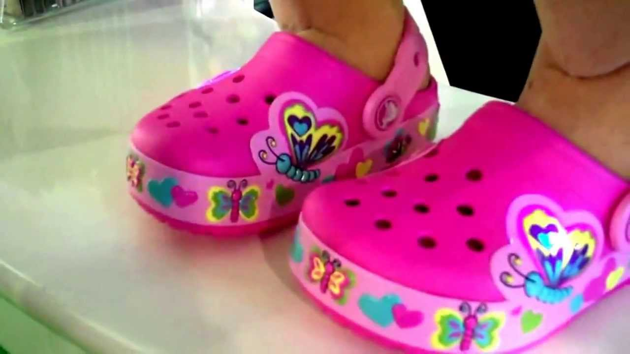 Crocs Butterfly Light papucs - YouTube