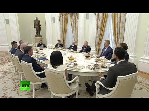 Putin meets football stars in Kremlin (streamed live)
