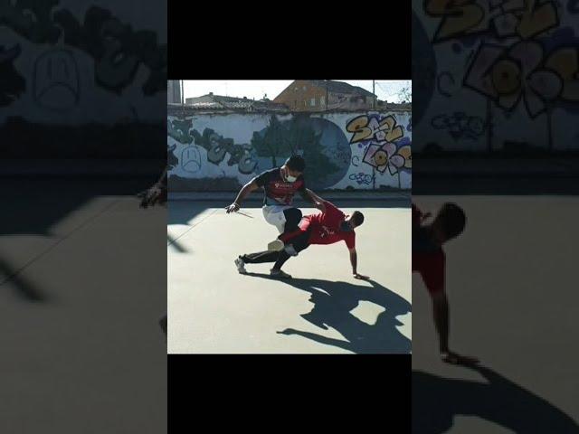 Pro Magrela Muzenza - Defesa e Ataque - Capoeira.