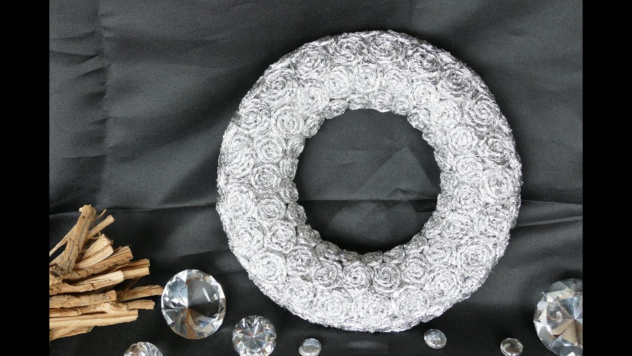 kranz basteln create a wreath kranz mit spiralen aus alufolie youtube. Black Bedroom Furniture Sets. Home Design Ideas