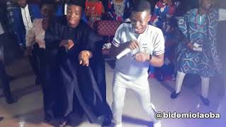 Watch Bidemi Olaoba VS Woli Agba dance steps at Ejire Kakaki Jesu Concert in Ibadan