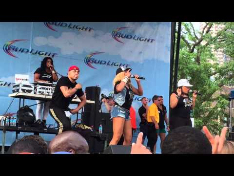 "Salt N Pepa ""Shoop"" live at Market Days 2015"