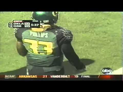 Oregon LB Blair Phillips sacks Oklahoma QB Paul Thompson 9-16-2006