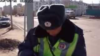 Казанский полицейский тупит