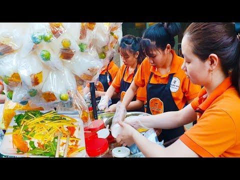 Kỳ lạ 4 em gái dễ thương bán bánh tráng trộn bán tới 3h sáng ở Sài Gòn | street food saigon