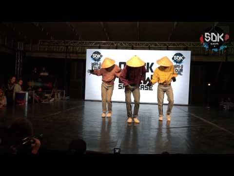 DANCING STRAWHATS  - SDK.EUROPE 2015