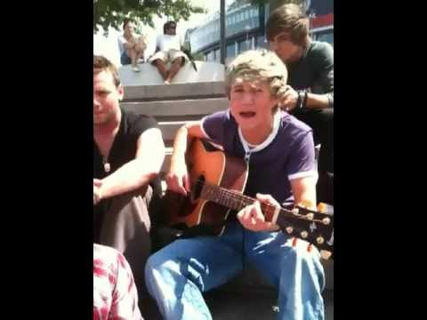 "Niall Horan singing ""By"" by Justin Bieber"