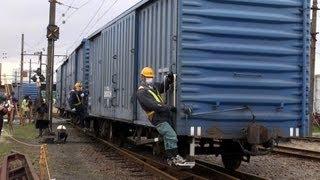 2012年3月16日限りで運転を終了する、岳南鉄道貨物列車。 これは吉原駅...