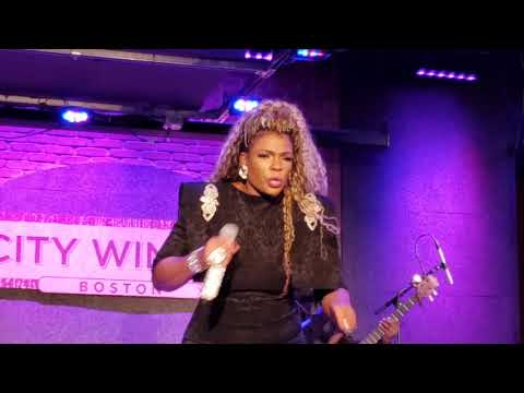 syleena-johnson-performs-ol'-skool-medley-(earth-wind-&-fire,the-clark-sisters)-the-woman-tour-2019