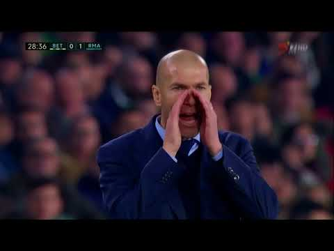Zinedine Zidane caught trying to buy time