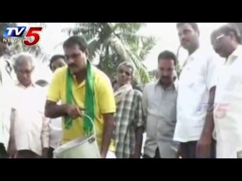 MLA Turns into Labour for Cyclone Relief Fund : TV5 News