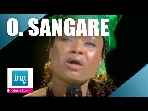 "Oumou Sangare ""Djôrôlen"" (live officiel) | Archive INA"